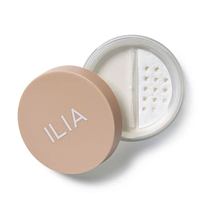 ILIA Fade Into You Puder Transparentny Beauty Rebel